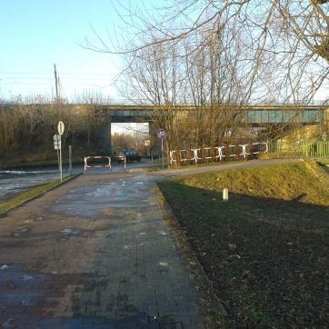 Most kolejowy i pieszo-rowerowy...