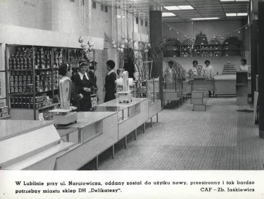 Zaciekawieni?  Fotografia 2904/II ze zbiorów Wojewódzkiej Biblioteki Publicznej im. H. Łopacińskiego w Lublinie